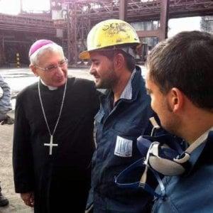 """Ilva di Taranto, l'accusa del vescovo dopo gli esuberi: """"Ci tolgono la speranza"""""""