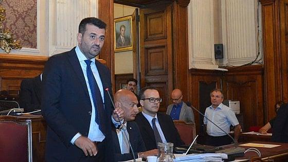 """Il sindaco Decaro: """"Bari è sporca? Fate come me e rimproverate chi getta le carte per terra"""""""