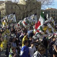 Juventus-Real, la carica dei tifosi pugliesi a Cardiff: Emiliano sul charter