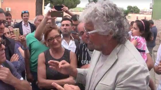 """Taranto, Beppe Grillo in città per le comunali: """"L'Ilva diventi un museo di archeologia industriale"""""""