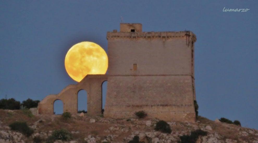 Salento, la luna piena illumina l'oasi naturale