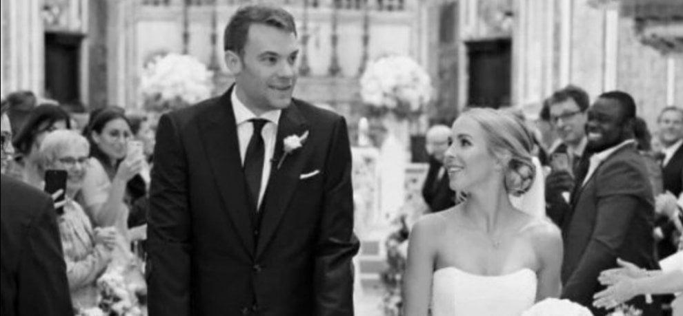 Calcio, le nozze Neuer in stampelle a Monopoli