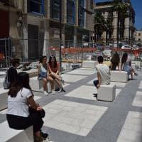Bari, le nuove panchine di via Sparano sono cubi