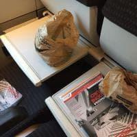 Treni, spazzatura sul Lecce-Roma: le foto dei passeggeri