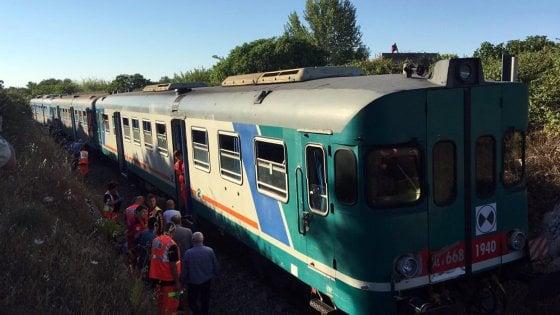 """Lecce, scontro fra treni delle Sud Est: 7 feriti, nessuno è grave. """"E' stato un errore umano"""""""