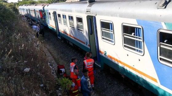 """Scontro fra treni, riaperta tratta dell'incidente. I ferrovieri delle Sud Est: """"C'è stata avaria ai freni"""""""