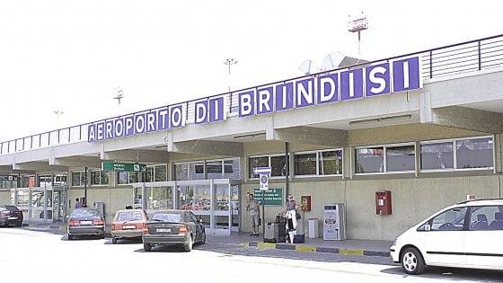 Brindisi, in aeroporto arriva il Telepass per pagare la sosta senza passare dalle casse