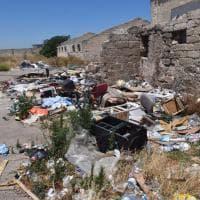Bari, fiamme nel campo rom: allarme sul lungomare