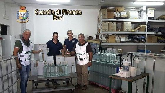 Altamura, in casa del negoziante la fabbrica abusiva di nocino: sequestrati 2mila litri di alcol