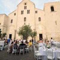 Bari, il Fai sulla cena dei ferraristi davanti alla Basilica:
