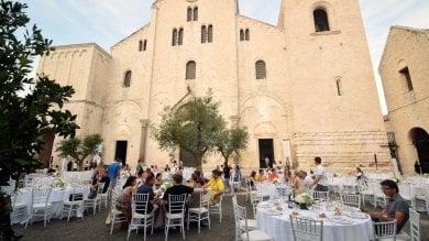 La denuncia del Fai sulla cena dei ferraristi davanti alla Basilica: violenza alla bellezza