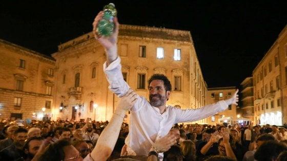 Ballottaggi, nella Puglia di Emiliano il centrosinistra vince. E Fitto perde anche la sua Lecce