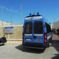 Migranti, sassi sui poliziotti al Cara di Bari: otto agenti feriti, arrestati tre ospiti...