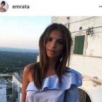 Emily Ratajkowski in Puglia: la bellezza è social
