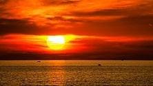 Rosso di sera su Bari lo show del tramonto