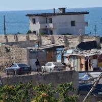 Bari, blitz nei campi rom abusivi sul lungomare: scatta la denuncia per