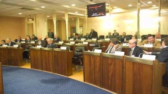 Vitalizi, blitz dei consiglieri lucani: diritto alla pensione anche se il mandato dura meno di 5 anni