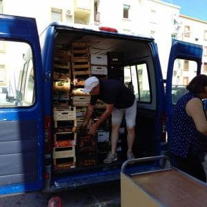 Bari, arrivano i frigoriferi solidali: sette postazioni per donare cibo ai bisognosi