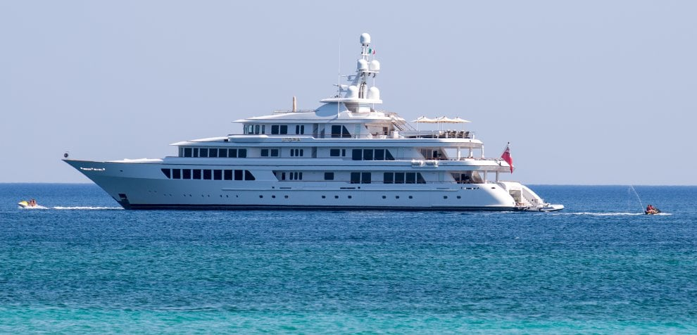 Tappa nel Salento per lo yacht del miliardario Miller