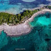 Salento, l'isola incanta: nella baia c'è un volto di donna