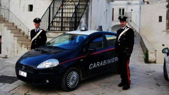 """Foggia, 60enne accoltella due ragazzi: """"Volevano fare pipì sotto casa mia"""". Arrestato"""