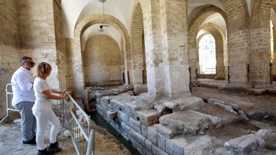 """Bari, sotto l'ex mercato del pesce spuntano i resti di un antico porto: """"Scoperta eccezionale"""""""