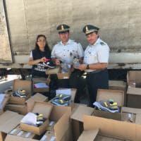 Bari, sequestrate 14mila paia di scarpe al porto con marchio contraffatto: