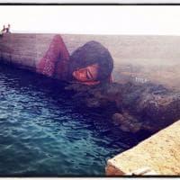 Punta Prosciutto, il murale di Hula è sull'acqua