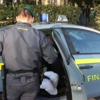 Bari, torna il contrabbando: sequestrate due tonnellate di sigarette in