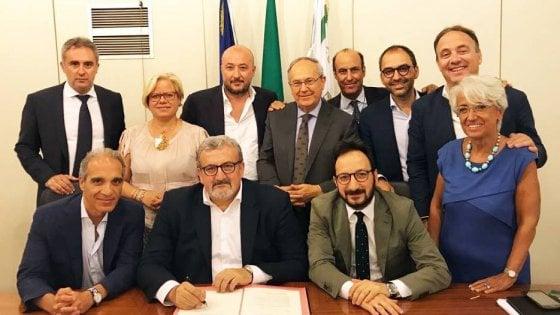 Michele Emiliano, raffica di nomine alla Regione Puglia. Tutti dentro: dall'ex amico di Tarantini al centrodestra