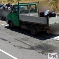Bari, rifiuti abbandonati in strada o gettati fuori orario: il sindaco chiede