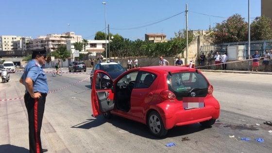 Agguato in centro a Bisceglie morto un uomo, ferita sua moglie