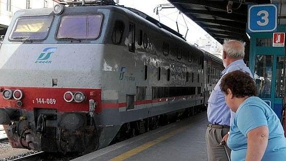 Bari, un fulmine colpisce la linea di alimentazione dei treni: circolazione bloccata