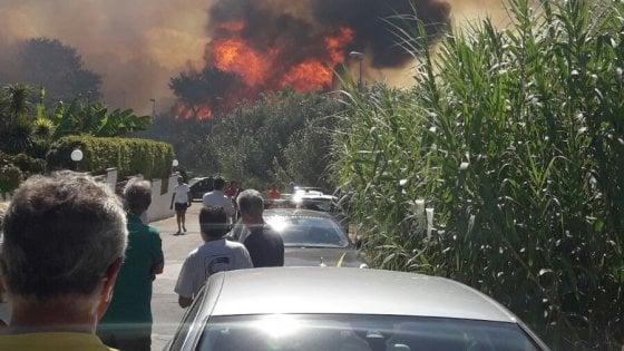 Flash Taranto - Vasto incendio a Saturo, residenti abbandonano le ville