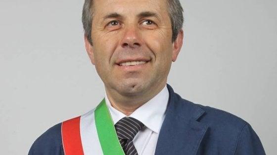 """Il sindaco di Giovinazzo si raddoppia lo stipendio: """"Così avrò più soldi per aiutare i poveri"""""""