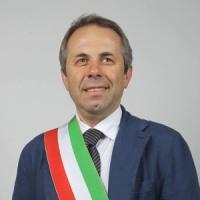"""Il sindaco di Giovinazzo si raddoppia lo stipendio: """"Così avrò più soldi per aiutare i..."""