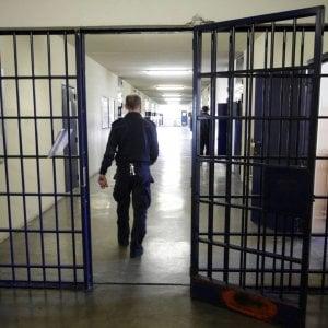 Carceri, a Bari i detenuti in sciopero della fame danno il cibo in beneficenza