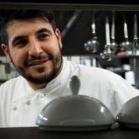 Muore in moto Raffaele Casale, 28enne chef delle Lampare a Trani: lavorò con Can...