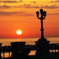 L'alba sul mare: il risveglio di Bari è da incorniciare