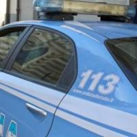 Lecce, turista aggredita e rapinata per strada: arrestati una 50enne e il