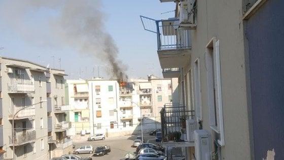 Foggia, appartamento in fiamme per una frittura sul balcone: due feriti e tre intossicati