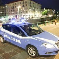 Barletta, parcheggiatore abusivo aggredisce 4 ragazzi e i poliziotti: arrestato