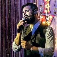 Tommy Parisi torna a Bari: il figlio del boss presenta il nuovo disco nel locale che fu...