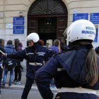 Bari, vigilantes davanti alle scuole contro spaccio e bullismo: ecco chi