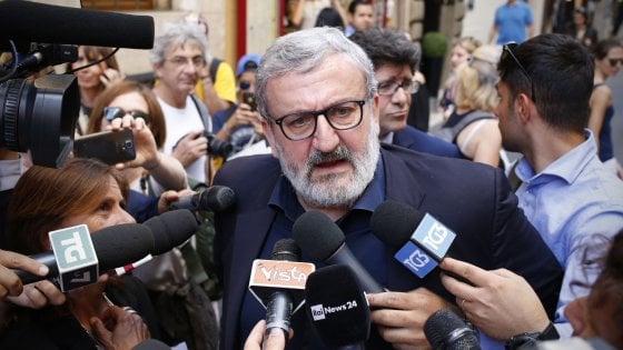 """Vaccini, il governatore Michele Emiliano: """"Assisteremo i pugliesi nei ricorsi contro l'obbligo"""""""