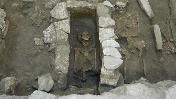 """Bari vecchia, spunta una necropoli sotto la Muraglia: """"Questi resti riscriveranno la storia"""""""