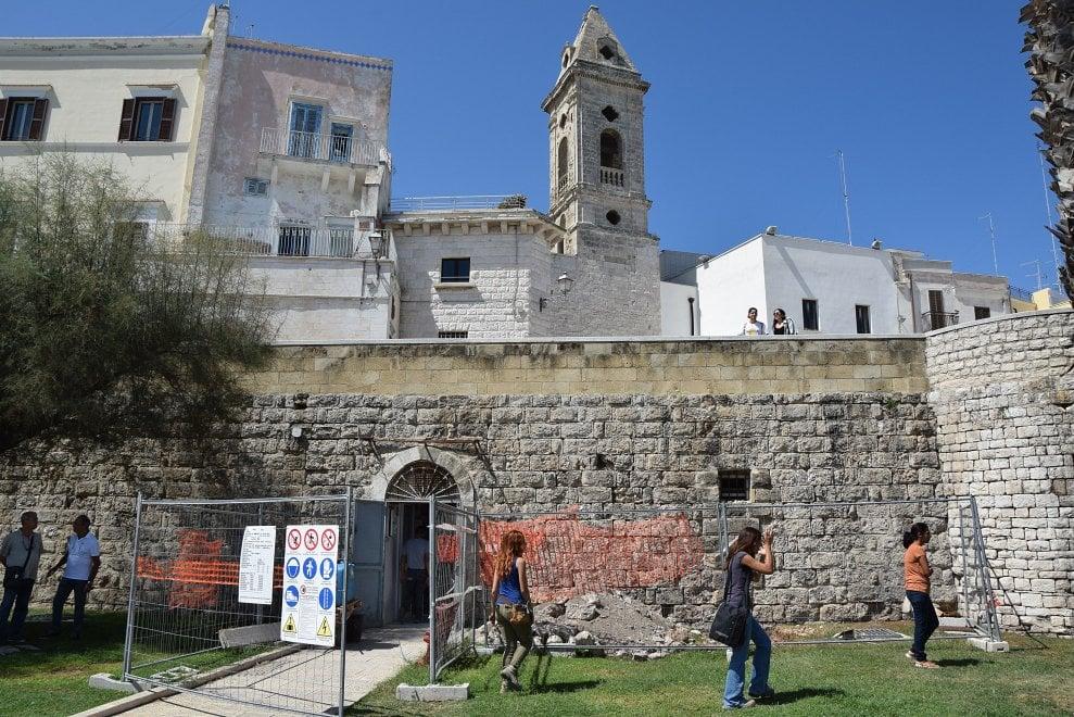 Bari vecchia, la necropoli scoperta sotto la Muraglia
