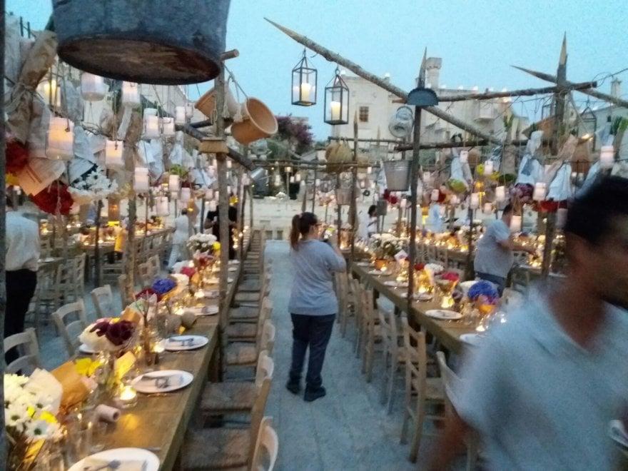 Matrimonio Spiaggia Puglia : Cene in grotta e feste sul mare le nozze usa puglia