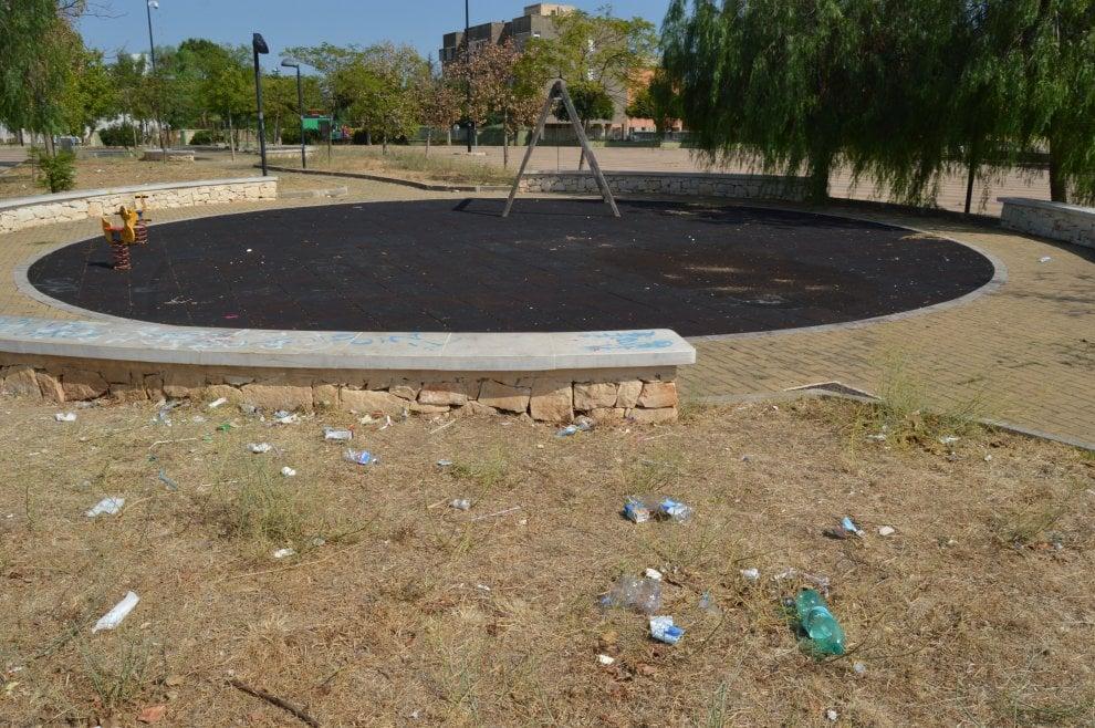 Bari, giostre rotte o mai finite: il degrado al San Paolo