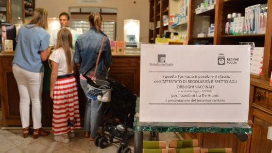 Vaccini, in Puglia i certificati per le iscrizioni a scuola si possono già ritirare in farmacia